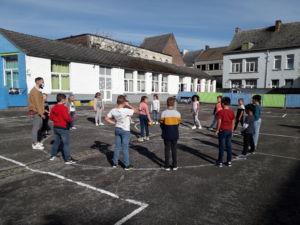 Des activités pour jouer sur la cour avec M. Vincenzo